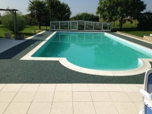 Résine drainante piscine - AB Aménagement