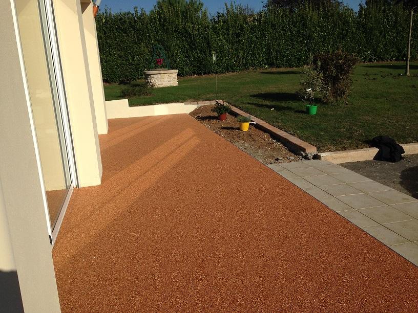 resine terrasse sol en rsine et gravillons au jardin voici les avantages concernant resine. Black Bedroom Furniture Sets. Home Design Ideas
