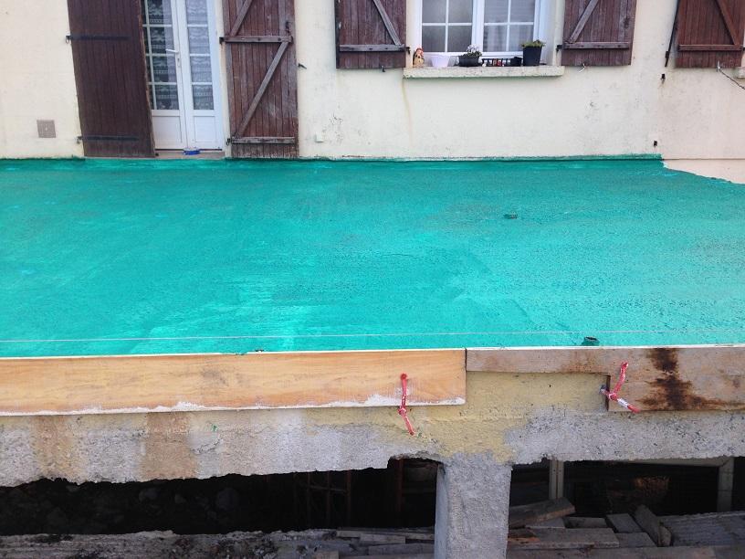 une terrasse existante en béton désactivé à Saint Florent des bois