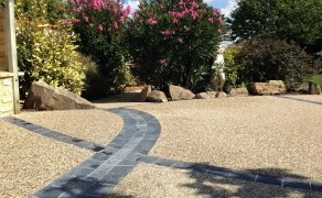 Béton Désactivé avec pierre naturelle grise à Chaillé les Marais (85)