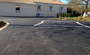 Cour en enrobé à Chasnais en Vendée