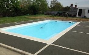 Béton Poreux autour d'une piscine à Vouillé les marais en Vendée
